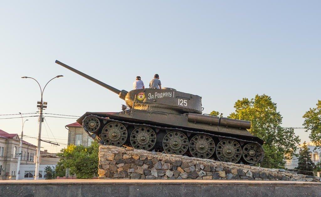 Transnistria, Prisnistrovie, visit Transnistria, Moldova, Europe, Transnistria tank, Tiraspol tank, Tiraspol war memorial, Transnistria war memorial, Transnistrian war memorial, Moldova Travel Guide