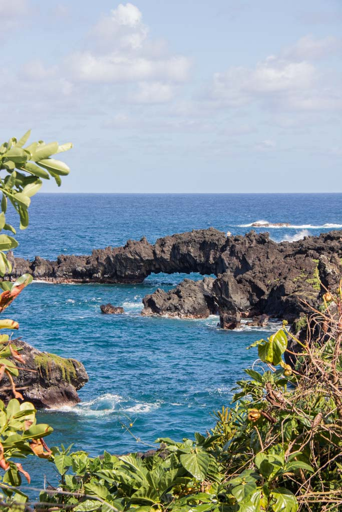 Waianapanapa Rock Arch, Honokalani Black Sand Beach, Honokalani, Honokalani Beach, black sand beach, black beach, black sand beach Hana, black sand beach Maui, Waianapanapa State Park, Waianapanapa, Hana Highway, Maui, Hawaii